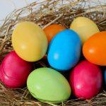 Con plata se compran huevos….