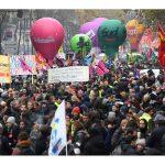 """Francia: un cartel reza """"tenemos derecho a la vida antes de morir"""""""